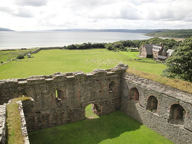 Grey or white ladies are famous in British ghost stories. But what about the green lady? Click here to learn about the Green Lady of Skipness Castle