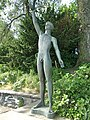 Skulptur Jüngling mit Möwe von Fritz Fleer (2).jpg
