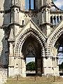 Soissons (02), abbaye Saint-Jean-des-Vignes, abbatiale, façade occidentale, portail du bas-côté nord 1.jpg