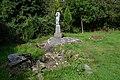 Source et statue de Sainte-Claire à la chapelle des Nouettes à Saint-Michel-de-Montjoie.jpg