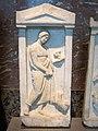 Stèle funéraire d'un jeune homme avec un chien et un lièvre (Louvre, Ma 805).jpg