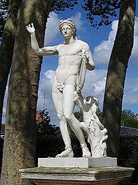 CREUSE ET ION. dans -Histoires et légendes. 200px-StatueApollon2