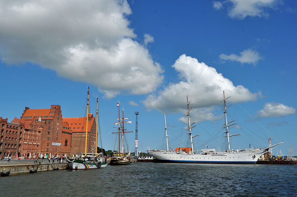 Stralsund, am Hafen (2013-07-11), by Klugschnacker in Wikipedia (52)
