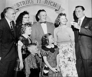 Strike It Rich (radio-TV) - Hull (left) with contestants from Pittsburgh and Atkinson (right).