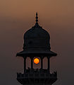 Sun and the Minaret at Jahangir's Tomb.jpg