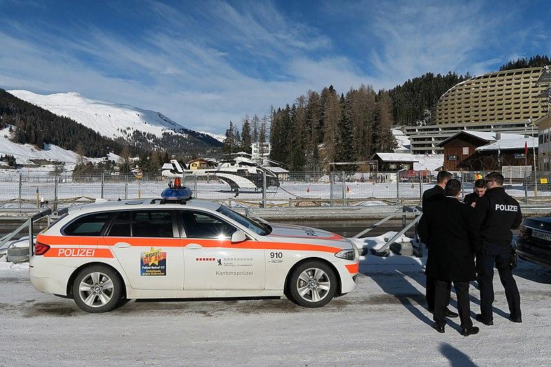 File:Swiss Police - WEF 2015 (16151464068).jpg