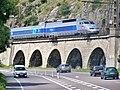 TGV quittant Dijon vers le nord (2007).JPG