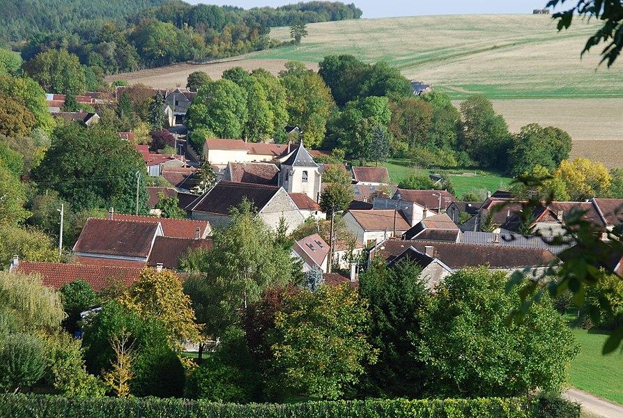 Le village, vu du coteau surplombant le cimetière à l'est. Téléobjectif.