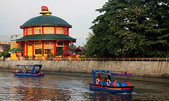 Naga, Camarines Sur - Taoist Temple along Naga river