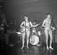 The Ladybirds opptrer i Bergen The Ladybirds performing in Bergen, Norway (1968) (4).jpg