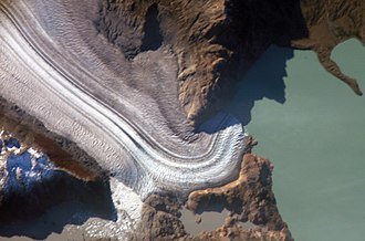 Glacier terminus - Image: The terminus of the Viedma Glacier, 2 kilometers across where it enters Lake Viedma