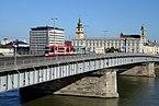 Tram Linz Cityrunner Nibelungenbruecke.jpg