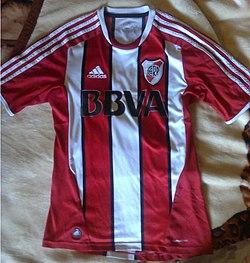 Camiseta alternativa para la temporada 2011 12. Camiseta utilizada por River  ... 9c12ff21fb1f0