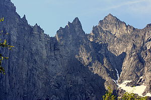 Troll Wall - The Troll Wall (left), with the peaks of Brudgommen (The Bridegroom) and Store Trolltind to the right