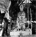 Tropenmuseum Royal Tropical Institute Objectnumber 10018986 Altaar met godenbeelden en dansattrib.jpg