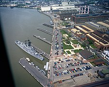 USS Barry (DD-933) berthed at Washington Navy Yard.jpg