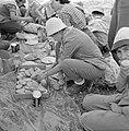 Uitstapje van jeugd uit een kibboets Een groepje jongeren in de schaduw van een, Bestanddeelnr 255-4495.jpg