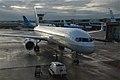 United Airlines Boeing 757-224@AMS;08.10.2011 620af620al (6298658174).jpg