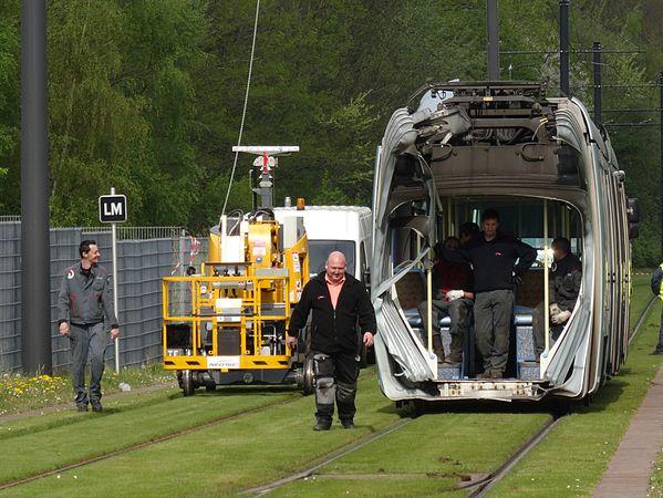 Valenciennes & Anzin - Déraillement de la rame de tramway n° 17 à la sortie du dépôt de Saint-Waast le 11 avril 2014 (109).JPG