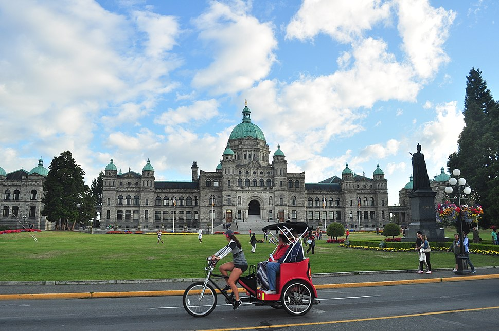 Victoria, BC - British Columbia Legislature and pedicab 01 (19798083893)