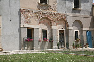 Villa Arnaldi - Detail of the blind arches.