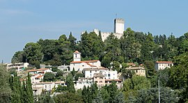 The village overlooked by the Château de Villeneuve-Loubet