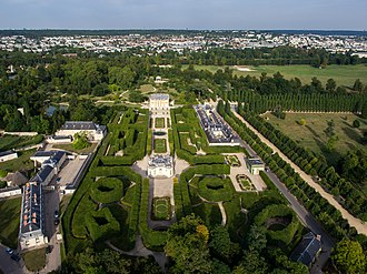 Petit Trianon - Aerial view of the gardens of the Petit Trianon. The Petit Trianon is in the center, the Temple de l'Amour is behind, the Pavillon français is in front in the same perspective.