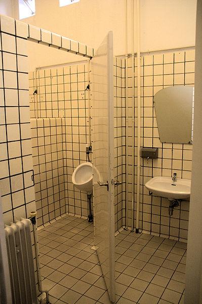 File:WLANL - Quistnix! - Museum Boijmans van Beuningen - herentoilet.jpg