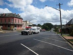 Kings Highway (Australia) - Image: Wallace Street Braidwood Feb 2013