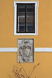 Zoo Salzburg 2014 Eingang Wappen Markus Sittikus von Hohenems a.jpg
