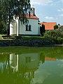 Řimovice - kaple přes rybník.jpg