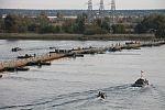 Інженерні підрозділи навели на Дніпрі під Херсоном понтонно-мостову переправу (30431915266).jpg