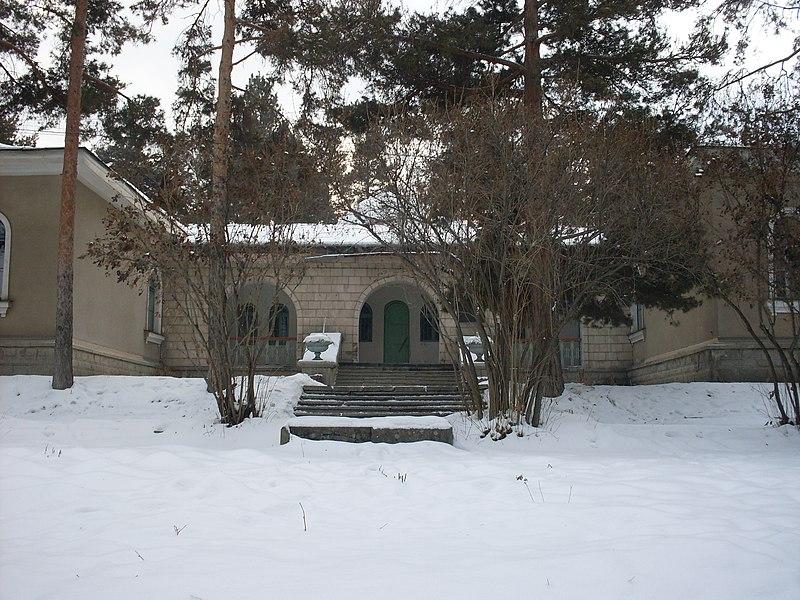 File:Главное здание Астрофизического института им.Фесенкова в г.Алматы Казахстан.JPG