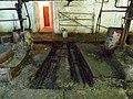 Разобранный пол стойла и скребковый транспортёр.jpg