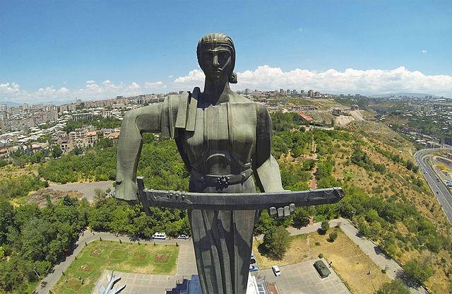 памятник Мать Армения. в Ереване.