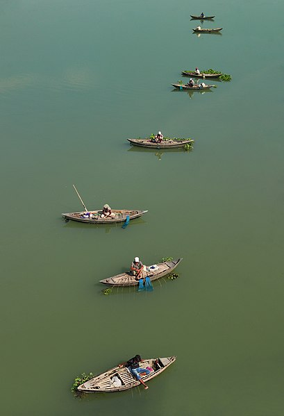 Ashraful Islam Shimul, CC BY-SA 4.0 via Wikimedia Commons - Fishing boats on the Jamuna River