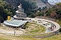 わんぱく公園のシンボル 「風の子館」 と 遊具 「ホップ・ステップ・ジャンプ」 - panoramio.jpg