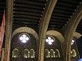 07 Saló del Tinell, arcs de diafragma i vitralls.jpg