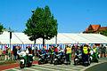 1. Mai 2011 Hannover Klagesmarktkreisel Otto-Brenner-Straße Motorräder Polizei Blau Grün Eskorte II.jpg
