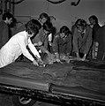 18.05.76 à l'école vétérinaire de Toulouse, opération d'un brocard jeune cerf (1976) - 53Fi890.jpg