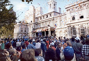 Sports in New York City - Fans gather in front of New York City Hall in October, 1986 to celebrate the New York Mets' World Series championship