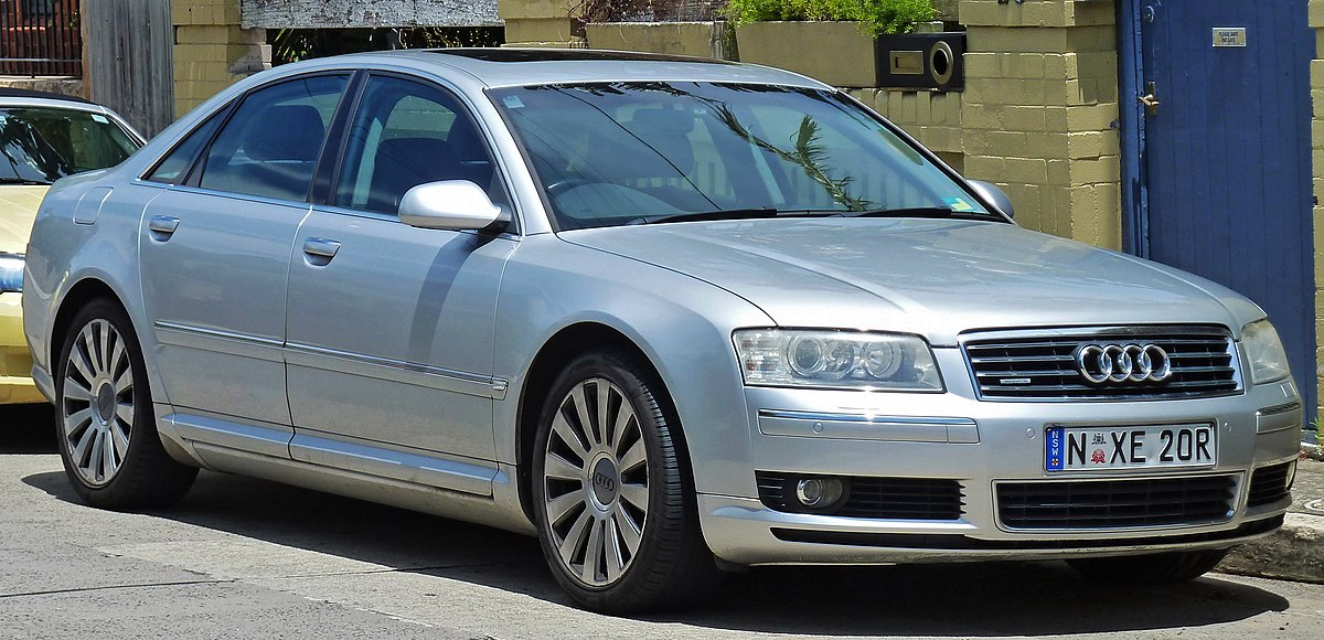 2003-2005 Audi A8 (4E) 4.2 quattro sedan (2011-01-05).jpg