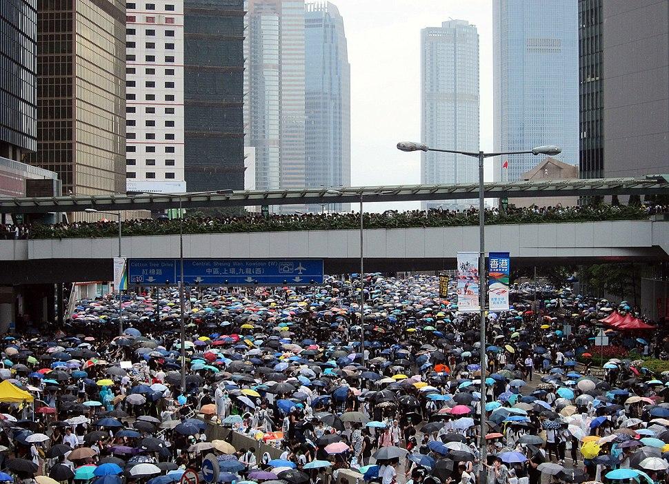 2019-06-12 Hong Kong demonstrators on Harcourt Road