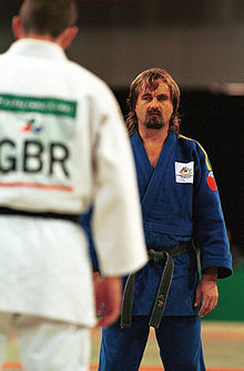 231000 - Judo Anthony Clarke fights Ian Rose 6 - 3b - Sydney 2000 match photo.jpg
