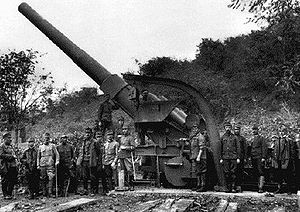 24 cm Kanone M. 16 - The crew poses around its gun during World War I