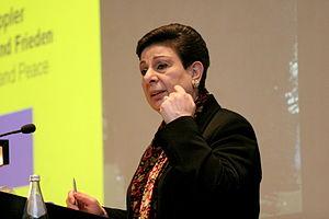 Hanan Ashrawi - Ashrawi at the Duisburg Audimax Campus, November 29, 2007