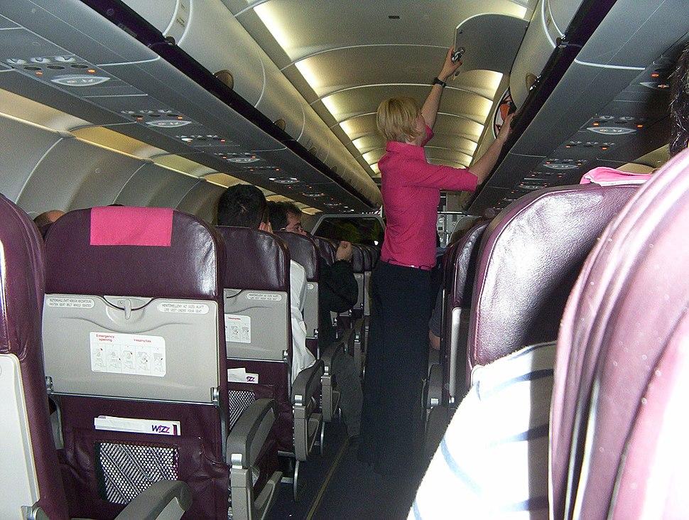 A Wizz Air Airbus A320 t%C3%ADpus%C3%BA rep%C3%BCl%C5%91g%C3%A9p%C3%A9nek fed%C3%A9lzete l%C3%A9giutas-k%C3%ADs%C3%A9r%C5%91vel