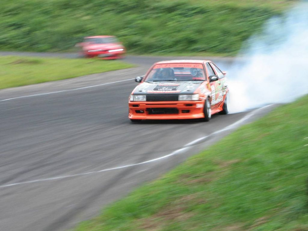 An example of a Toyota Sprinter racer - BE FORWARD