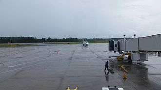 Wilmington International Airport - A Delta Air Lines CRJ200 approaching the gate