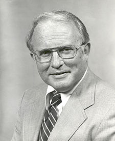 Alan Lovelace, official NASA photo portrait.jpg